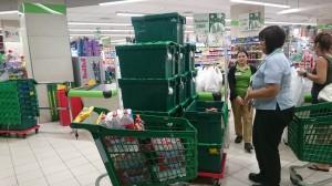 Supermercadon visste hur man fraktar stora mängder mat till en båt